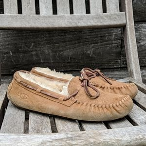 UGG Dakota Slippers in Chestnut Suede